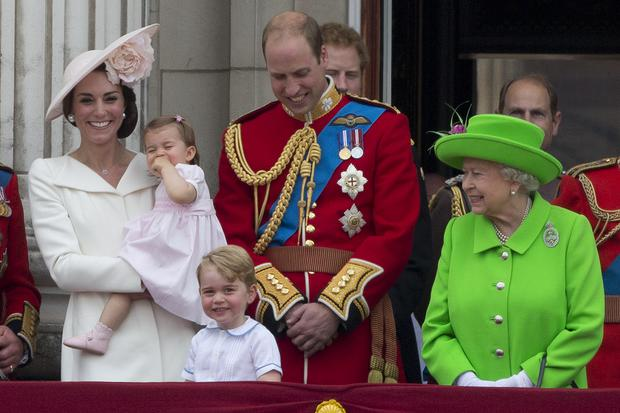(L-R) Britain's Catherine, Duchess of Cambridge holding her daughter Princess Charlotte, Prince George, Britain's Prince William, Duke of Cambridge and Britain's Queen Elizabeth II stand on the balcony of Buckingham Palace