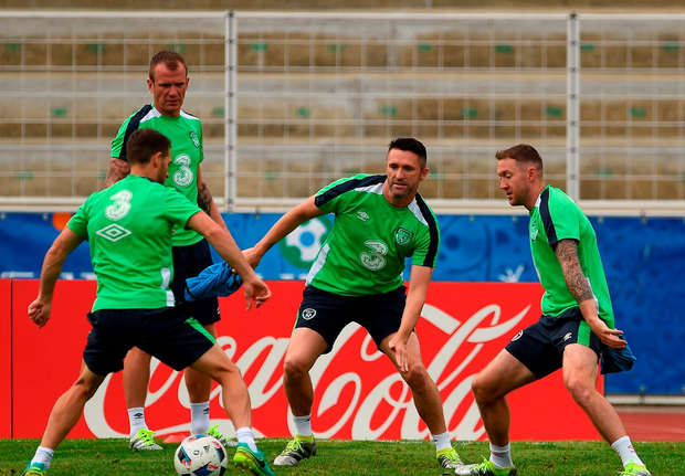 Robbie Keane with Wes Hoolahan, Glenn Whelan and Aiden McGeady in action during squad training in Versailles, Paris, France. Photo by David Maher/Sportsfile