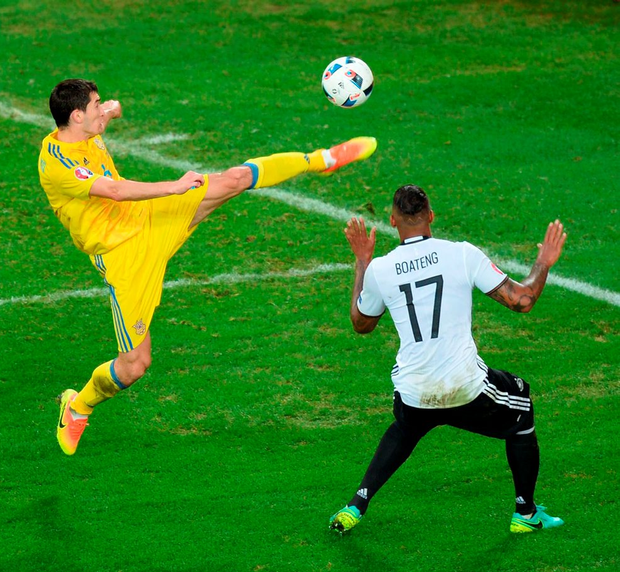 Ukraine's midfielder Taras Stepanenko controls the ball in front of Germany's defender Jerome Boateng during the match between Germany and Ukraine. Photo: Denis Charlet/Getty Images