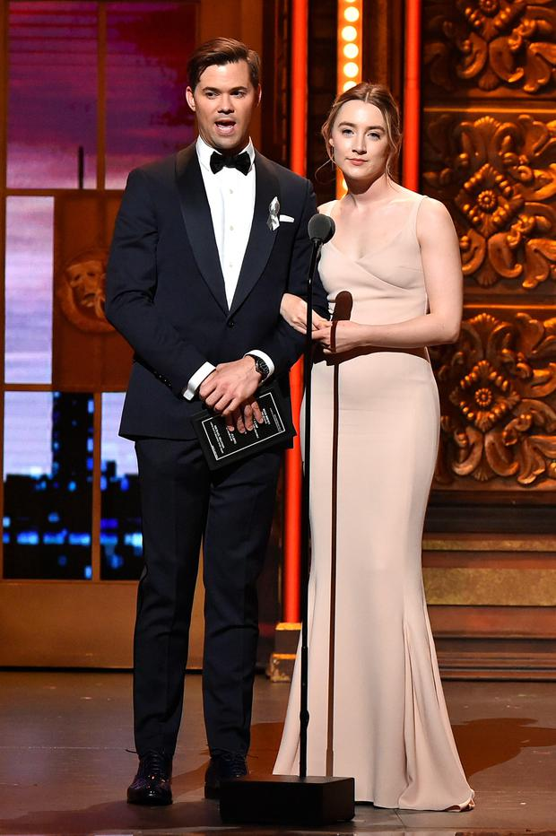 Presenters Andrew Rannells and Saoirse Ronan speak onstage during the 70th Annual Tony Awards at The Beacon Theatre on June 12, 2016 in New York City. (Photo by Theo Wargo/Getty Images for Tony Awards Productions)
