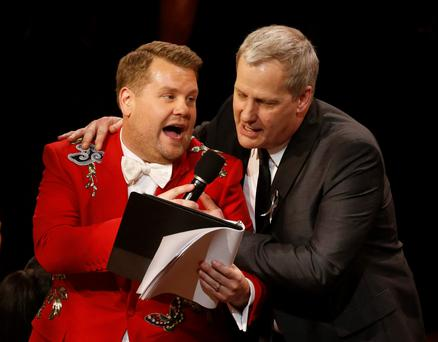 Actor Jeff Daniels (R) performs with show host James Corden during the American Theatre Wing's 70th annual Tony Awards in New York, U.S., June 12, 2016. REUTERS/Lucas Jackson