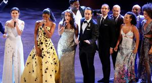 """The cast of """"Hamilton"""" closes the show during the American Theatre Wing's 70th annual Tony Awards in New York, U.S., June 12, 2016. REUTERS/Lucas Jackson"""