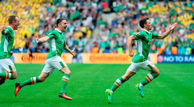 Republic of Ireland's Wes Hoolahan (right) celebrates scoring. Chris Radburn/PA Wire