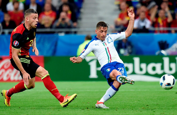Italy's midfielder Emanuele Giaccherini scores his team's first goal . Photo: Philippe Desmazes/Getty Images