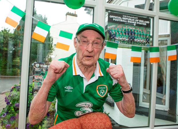 Michael O'Neill (95) from Ringsend, one of Ireland's oldest fans (Photo: Kyran O'Brien)