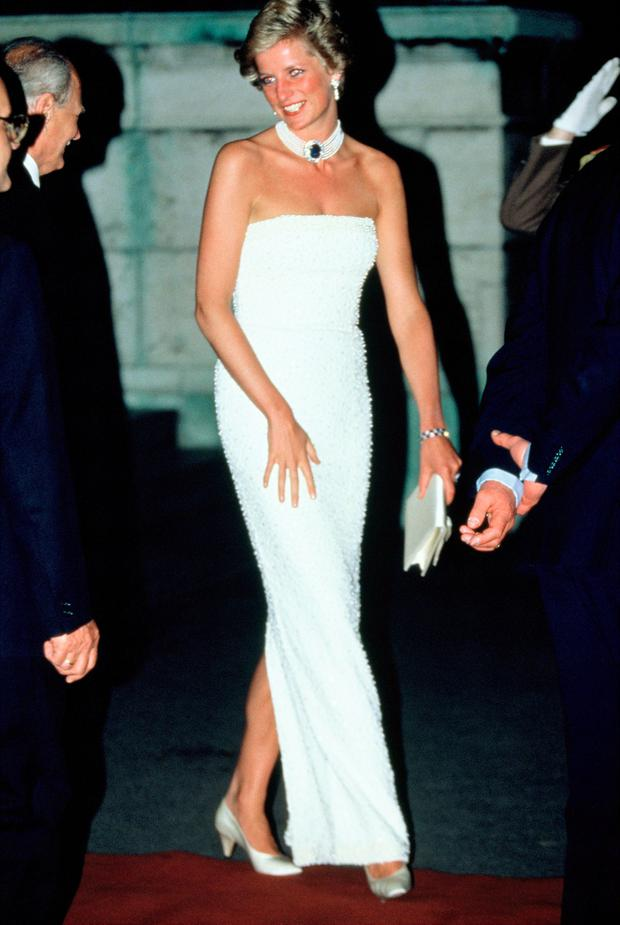 Diana, Princess of Wales, attends a State Banquet at Parliament Building during her official visit to Hungary on May 8, 1990 in Budapest, Hungary.