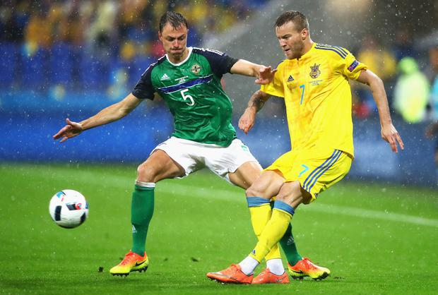 Andriy Yarmolenko and Jonny Evans compete for the ball (Photo by Clive Brunskill/Getty Images)