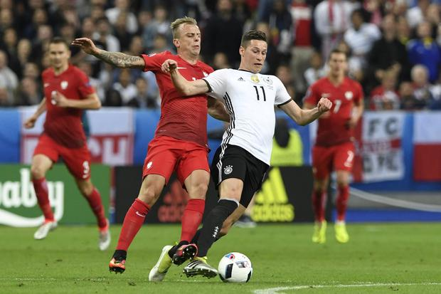 Germany's midfielder Julian Draxler (R) is tackled by Poland's midfielder Kamil Grosicki (Photo: MIGUEL MEDINA/AFP/Getty Images)