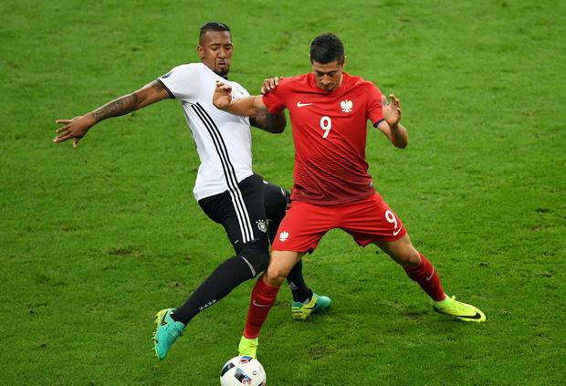 Poland's forward Robert Lewandowski is challenged by Germany's defender Jerome Boateng (Photo: FRANCISCO LEONG/AFP/Getty Images)