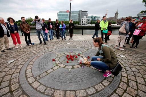 The Labour Party, Oxfam, Siptu, members of the public and other organisations remembered Jo Cox MP at a candlelight vigil at the the World Poverty Stone on the quays in Dublin last night. Photo: Sam Boal/Rollingnews.