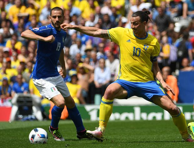Sweden's forward Zlatan Ibrahimovic (R) vies with Italy's defender Leonardo Bonucci (Photo PASCAL GUYOT/AFP/Getty Images)