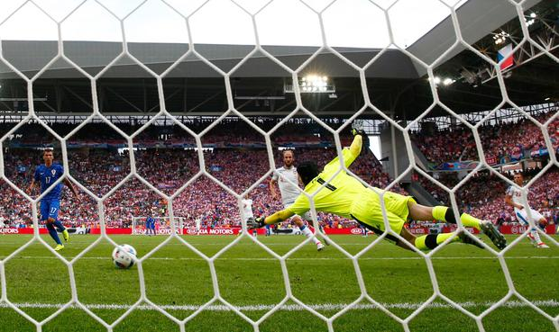 Ivan Perisic scores his sides first goal as Petr Cech attempts to save (Photo by Julian Finney/Getty Images)