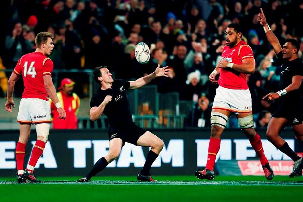 Ben Smith of New Zealand celebrates after scoring a try. Photo by Anthony Au-Yeung/Getty Images