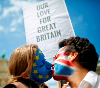 Two activists kiss in front of the Brandenburg Gate, in Berlin, Germany, to protest against a potential British exit from the European Union Photo: Hannibal Hanschke/Reuters