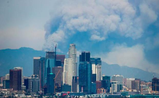 Extraordinary scenes as smoke towers over Los Angeles as fresh