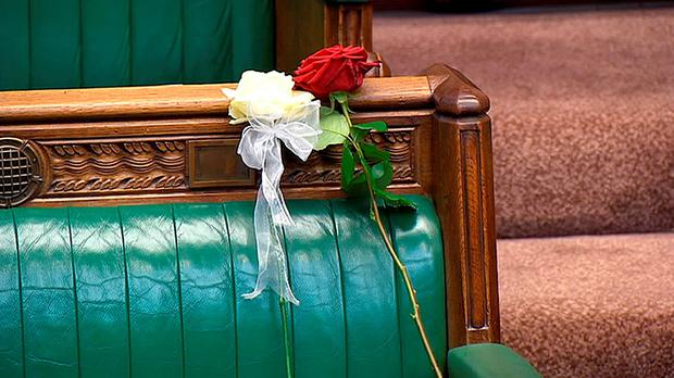 A white and red rose lie on Jo Cox's empty seat in the House of Commons. Photo: PA Wire