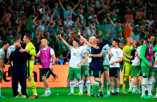 Ireland players and staff celebrate qualifying for the round of 16