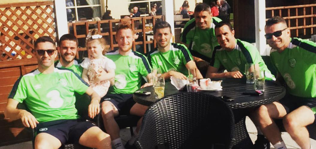 Halle with the boys in green. Photo: Instagram