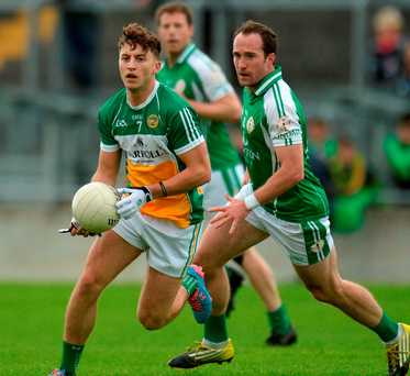Offaly's Joey O'Connor maintains possession against London's Adrian Moyles. Photo: Piaras Ó Mídheach/Sportsfile