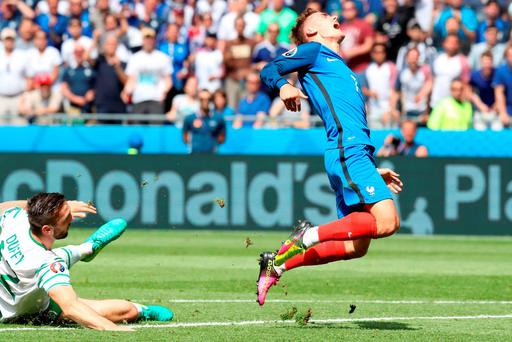 France's forward Antoine Griezmann (R) is challenged by Ireland's defender Shane Duffy during the Euro 2016 round of 16 football match between France and Republic of Ireland at the Parc Olympique Lyonnais stadium in Décines-Charpieu, near Lyon