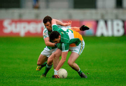 Offaly's Eoin Rigney in action against London's David McGreevy at O'Connor Park, Tullamore. Photo by Piaras Ó Mídheach/Sportsfile