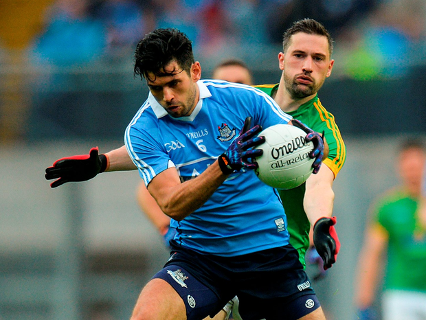 Dublin's Cian O'Sullivan keeps the ball away from Meath's Mickey Newman. Photo: Piaras Ó Mídheach/Sportsfile