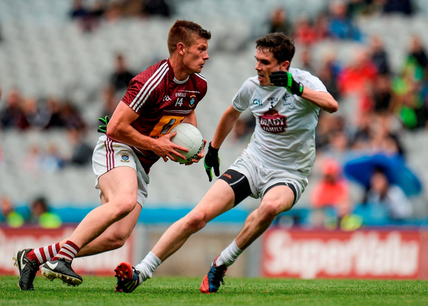John Heslin of Westmeath in action against David Hyland of Kildare. Photo by Piaras Ó Mídheach/Sportsfile