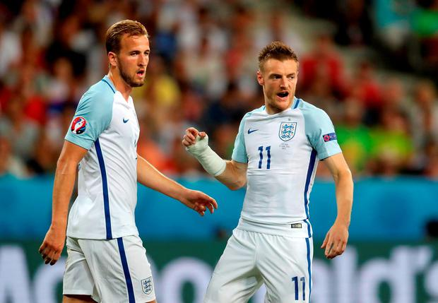 England's Harry Kane (left) and Jamie Vardy during the Round of 16 match at Stade de Nice