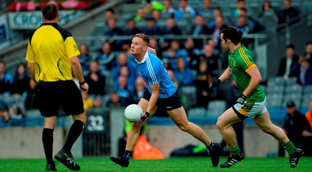 Ciaran Kilkenny continues the hand-passing sequence, under pressure from Meath's Cillian O'Sullivan, as Dublin wind down the clock with a keep-ball exercise on Sunday. Picture credit: Oliver McVeigh/Sportsfile