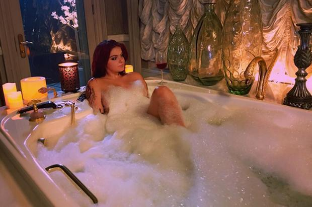 Ariel Winter posted a photo of her in a bathtub on Instagram