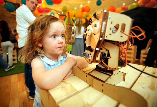 Mary McGoey (5) from Ranelagh, Dublin, with Fritz the Robot at the Festival of Curiosity at Smock Alley Theatre. Photo: Frank McGrath
