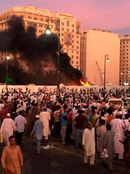 Muslim worshippers gather after a suicide bomber detonated a device near the security headquarters of the Prophet's Mosque in Medina, Saudi Arabia, July 4, 2016. REUTERS/Handout