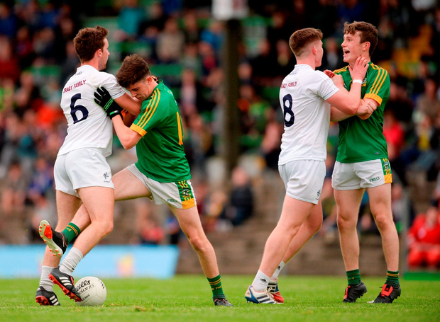 Kildare's Sam Doran, left, and Kildare's David Marnell tussle with Meath's Jason Scully, left, and Frank O'Reilly. Photo by Piaras Ó Mídheach/Sportsfile