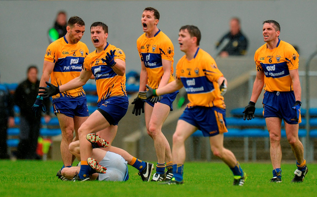 Clare players, from left, Dean Ryan, Jamie Malone, Kevin Hartnett, Martin McMahon and Gordon Kelly react after conceeding a free. Photo by Piaras Ó Mídheach/Sportsfile