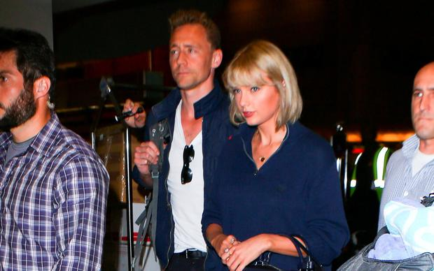 Taylor Swift and Tom Hiddleston are seen at LAX on July 06, 2016 in Los Angeles, California. (Photo by starzfly/Bauer-Griffin/GC Images)