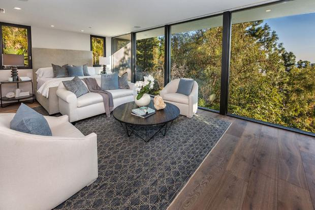 The main bedroom in Kendall's €7.3m West Hollywood home which she purchased from Emily Blunt and her husband John Krasinski.