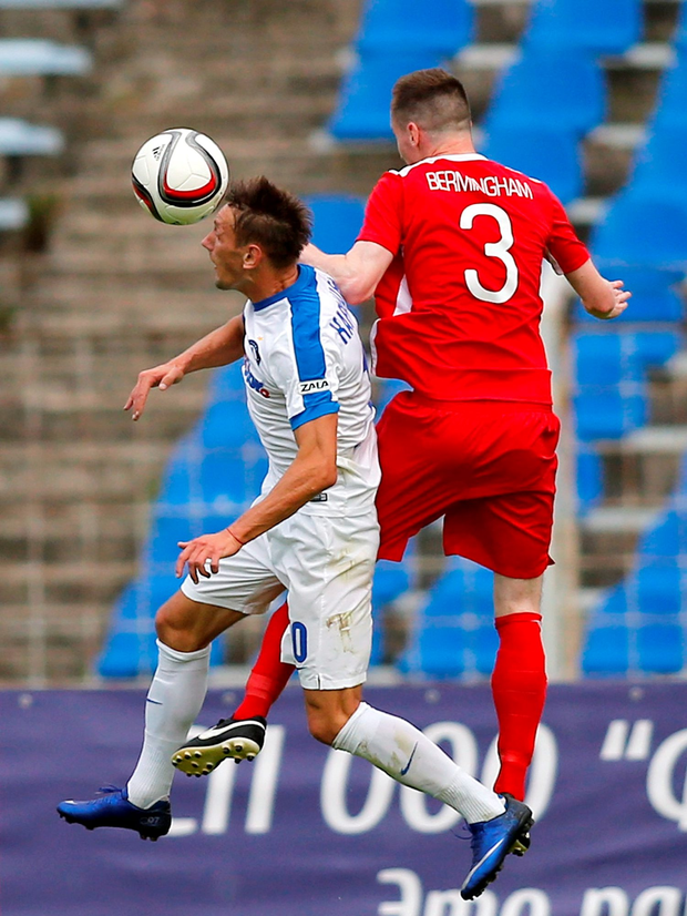 Dinamo Minsk's Vladimir Korytko collides in the air with St Patrick's Athletic's Ian Bermingham. Photo: Sportsfile
