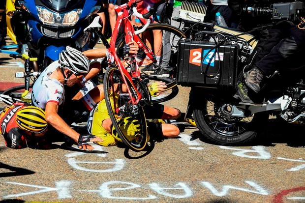 Froome is left in a tangle with Bauke Mollema and Richie Porte. Photo: Bernard Papon/AFP/Getty Images