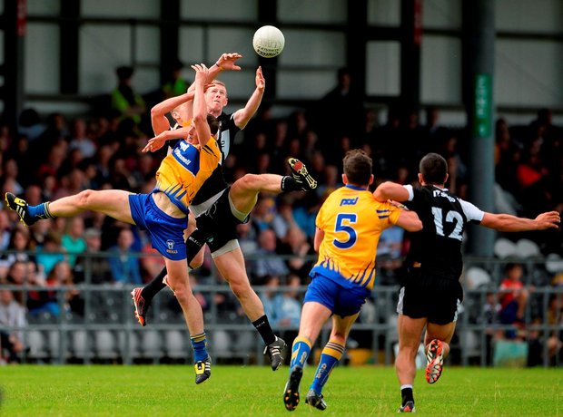 Clare's Cathal O'Connor competes for a high ball with Sligo's Adrian McIntyre and Adrian Marren. Photo by Oliver McVeigh/Sportsfile