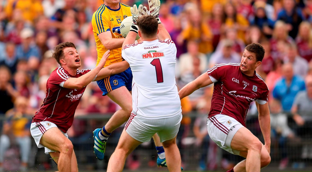 Cathal Cregg of Roscommon in action against Galway players, from left, Eoghan Kerin, Bernard Power and Gareth Bradshaw during the Connacht GAA Football Senior Championship Final Replay. Photo by Stephen McCarthy/Sportsfile