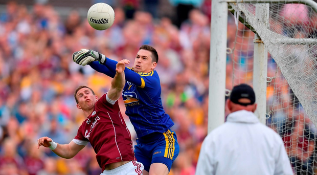 Darren O'Malley of Roscommon in action against Gary Sice of Galway during the Connacht GAA Football Senior Championship Final Replay. Photo by Stephen McCarthy/Sportsfile