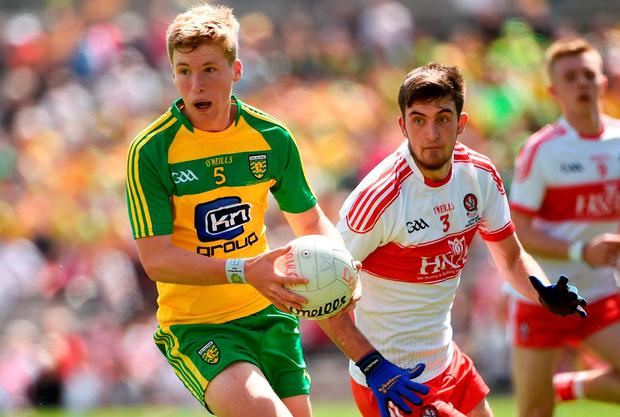 Odhran Shiels in possession for Donegal. Photo by Oliver McVeigh/Sportsfile