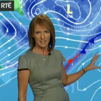 RTE weather woman Joanna Donnelly celebrates our heatwave: 'In 14 years I've never seen a 30 on a chart' Photo: Twitter/ @JoannaDonnellyL