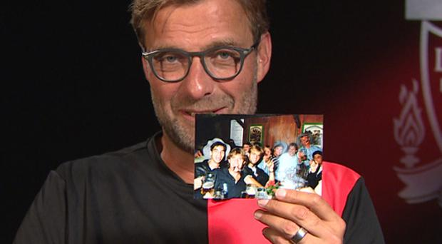 Jurgen Klopp with a photo of himself and Huddersfield manager David Wagner. Credit: Liverpoolfc.com