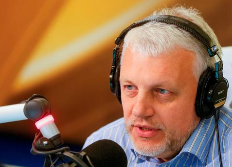 Journalist Pavel Sheremet talks on the air at a radio station in Kiev, Ukraine, October 11, 2015. Picture taken October 11, 2015. REUTERS/Valentyn Ogirenko