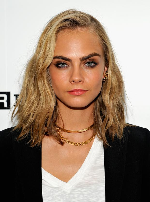 Cara Delevingne shows off her new hairstyle as she attendsComic-Con International 2016 at Omni Hotell on July 21, 2016 in San Diego, California. (Photo by John Sciulli/Getty Images for WIRED)
