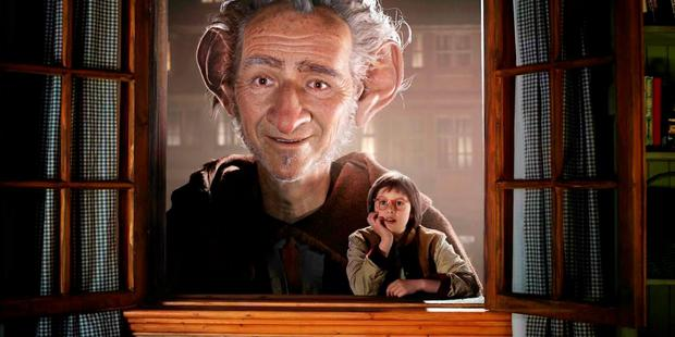 Mark Rylance and Ruby Barnhill in Steven Spielberg's BFG.