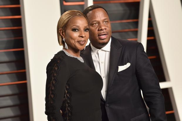 BEVERLY HILLS, CA - FEBRUARY 28: Singer Mary J Blige (L) and Kendu Isaacs attend the 2016 Vanity Fair Oscar Party on February 28, 2016 in Beverly Hills, California. (Photo by Pascal Le Segretain/Getty Images)