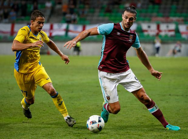Andy Carroll (R) in action against Marko Alvir (L) (Photo by Srdjan Stevanovic via Getty Images)