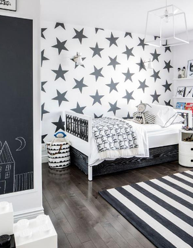 Baby's bedroom decorated in black and white. Photo: Drawhome.com